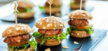 MINI HAMBURGERS DE POULET AU PESTO